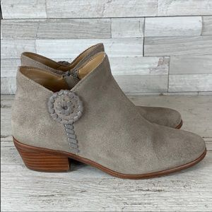 Jack Rogers Peyton 6M EUC Beige Suede Ankle Bootie